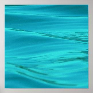 Ondulaciones azules del agua del verano de la agua posters