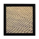 Ondulaciones de la arena en agua poco profunda cajas de regalo