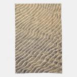 Ondulaciones de la arena en agua poco profunda toalla