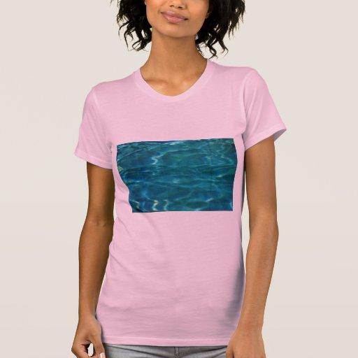 Ondulaciones del agua azul camisetas