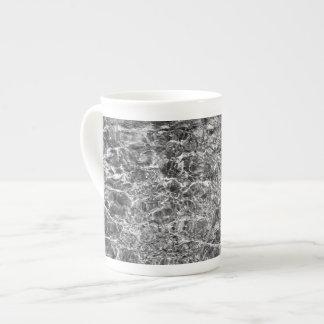 Ondulaciones del agua de río taza de porcelana