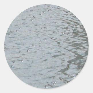 Ondulaciones del agua pegatina redonda