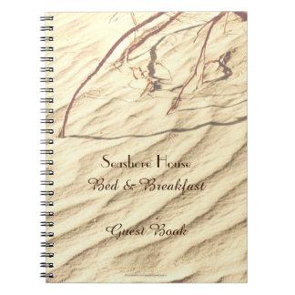 Ondulaciones del libro de visitas de la cama y del notebook