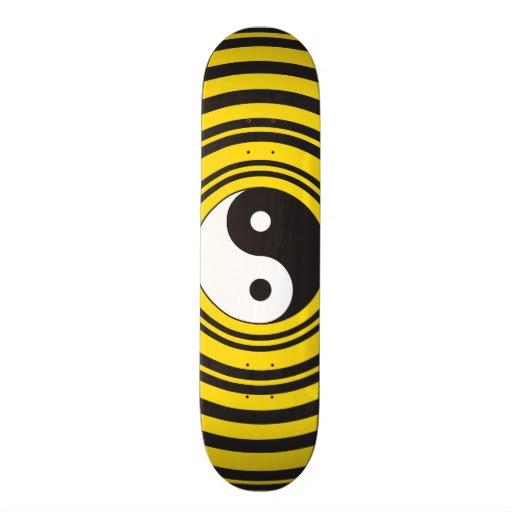 Ondulaciones del negro del amarillo del símbolo de patin
