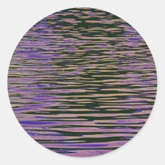 Ondulaciones violetas pegatina redonda