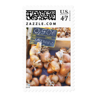 Onions, o.50 euro per bunch, for sale at a postage