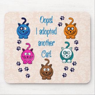 ¡Oops!  ¡Adopté otro gato! Mousepads