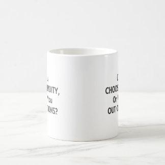 Opciones estúpidas una taza de café