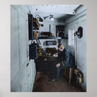Operador de radio titánico SOS del RMS Póster