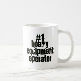 Operador pesado del equipo taza clásica