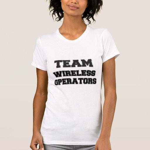 Operadores inalámbricos del equipo camiseta