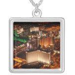 Opinión aérea de Las Vegas de un dirigible no Collar Plateado
