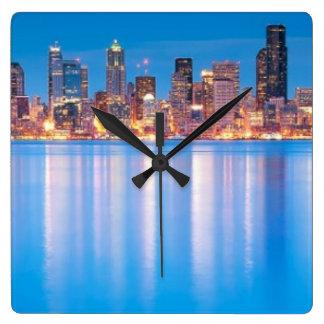 Opinión azul de la hora de Seattle céntrica Relojes