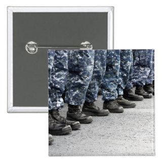 Opinión baja de la sección marineros pin cuadrado