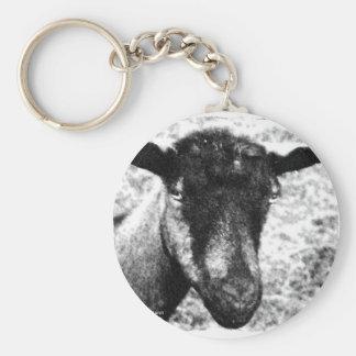 Opinión blanco y negro de la cabeza de la cabra de llavero personalizado