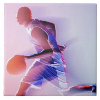 Opinión borrosa el jugador de básquet que gotea azulejo cuadrado grande