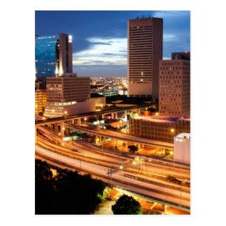 Opinión céntrica de la ciudad tarjetas postales