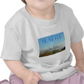 Opinión céntrica del horizonte de Seattle, Washing Camiseta