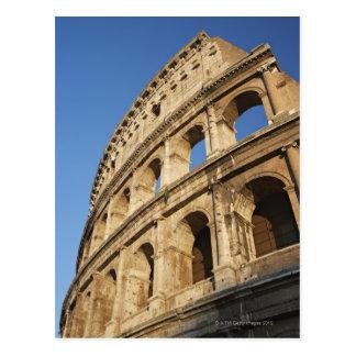 Opinión de ángulo bajo de Colosseum Tarjetas Postales