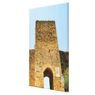 Opinión de ángulo bajo de un fuerte, Porta Franca, Impresión En Tela