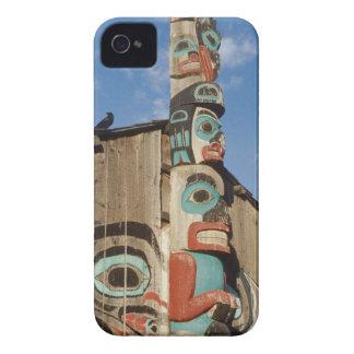 Opinión de ángulo bajo de un tótem, Haines, Alaska Case-Mate iPhone 4 Cobertura