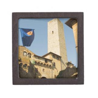 Opinión de ángulo bajo de una torre, Torri Di San Caja De Regalo De Calidad