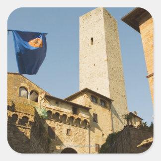 Opinión de ángulo bajo de una torre, Torri Di San Pegatina Cuadrada