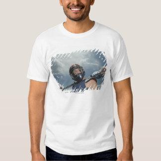 Opinión de ángulo bajo el jugador 2 de jai-alai camisas
