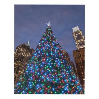 Opinión de ángulo bajo en el árbol de navidad cuadro