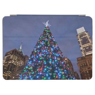 Opinión de ángulo bajo en el árbol de navidad ilum cover de iPad air