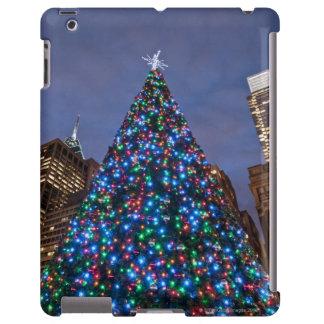 Opinión de ángulo bajo en el árbol de navidad ilum funda para iPad