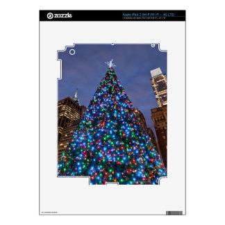 Opinión de ángulo bajo en el árbol de navidad ilum iPad 3 skins