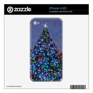 Opinión de ángulo bajo en el árbol de navidad ilum skins para eliPhone 4S