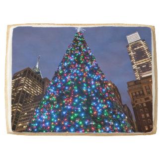 Opinión de ángulo bajo en el árbol de navidad