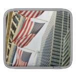Opinión de ángulo bajo en las banderas americanas  fundas para iPads