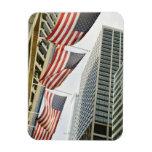 Opinión de ángulo bajo en las banderas americanas  imanes rectangulares
