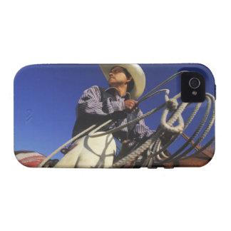 Opinión de ángulo bajo un vaquero que monta un vibe iPhone 4 carcasas