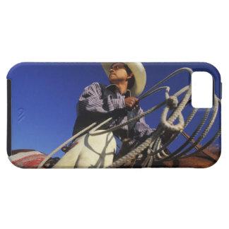 Opinión de ángulo bajo un vaquero que monta un iPhone 5 fundas