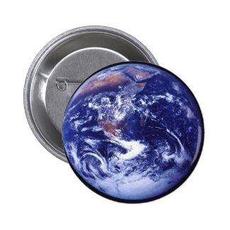 Opinión de Apolo 17 de la tierra en espacio Pin Redondo 5 Cm
