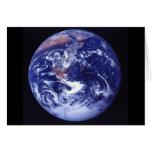 Opinión de Apolo 17 de la tierra en espacio Felicitación