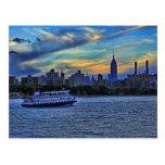 Opinión de East River de la puesta del sol sobre e Tarjeta Postal