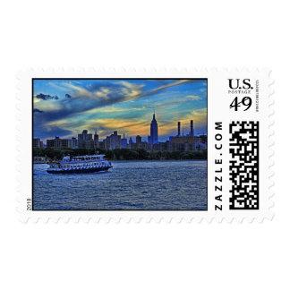 Opinión de East River de la puesta del sol sobre Estampillas