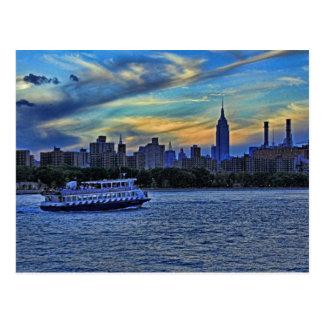 Opinión de East River de la puesta del sol sobre Tarjeta Postal