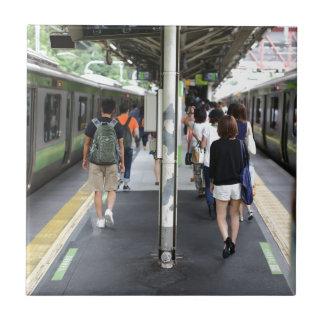 Opinión de la calle de Tokio de la ciudad Azulejo Cuadrado Pequeño
