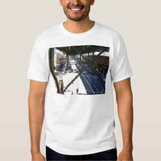 Opinión de la calle de Woodside de la camiseta de Remeras