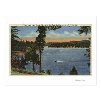 Opinión de la impulsión de la orilla del lago, postal