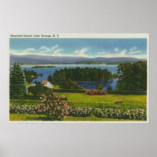 Opinión de la ladera de la isla y del lago del dia póster