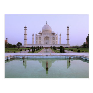 opinión de la madrugada del Taj Mahal reflejado Postales