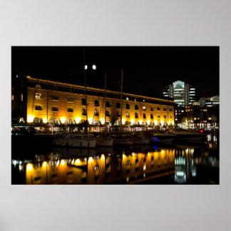 Opinión de la noche de Londres del muelle del St K Poster