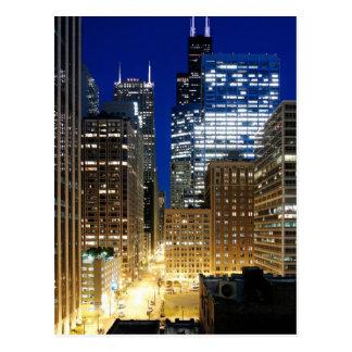 Opinión de la noche del paisaje urbano de Chicago Tarjeta Postal